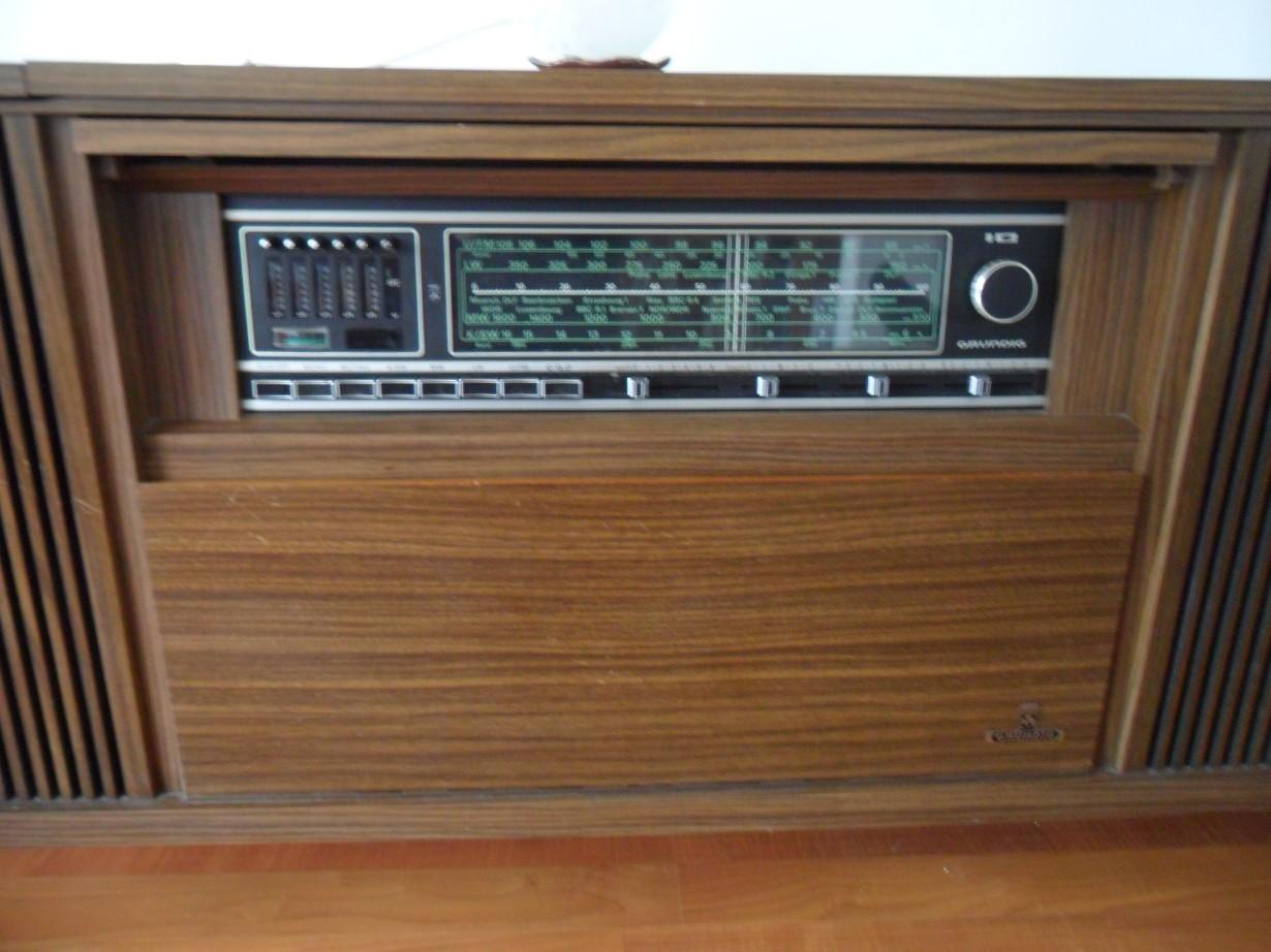 meuble radio tourne disque grundig meuble radio tourne disque grundig meuble radio grundig des. Black Bedroom Furniture Sets. Home Design Ideas