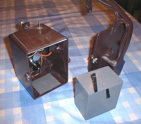 a l 39 int rieur simplement 6 piles rondes traditionnelles lr20 mont es en s rie. Black Bedroom Furniture Sets. Home Design Ideas